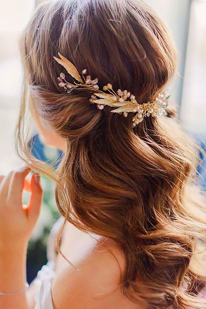 39 Perfect Wedding Hairstyles For Medium Hair Wedding Forward Wedding Hair Down Gold Hair Accessories Wedding Hairstyles For Long Hair