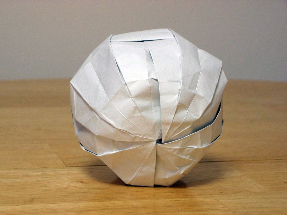 Pretty Origami Paper Ball : 3 Steps - Instructables | 750x1000