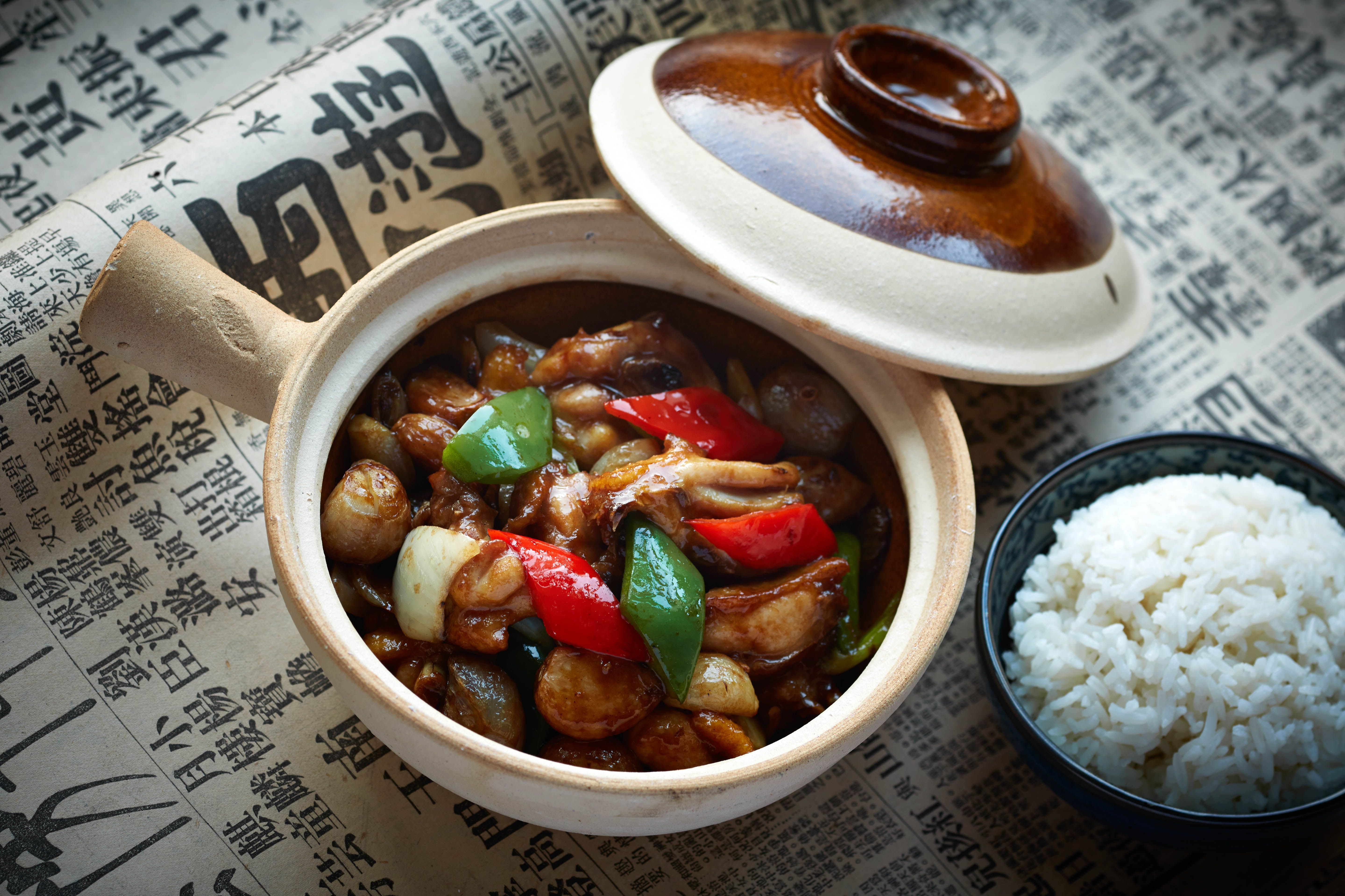 Chicken, preserved black bean and shallot in clay pot 乾蔥豆豉雞煲