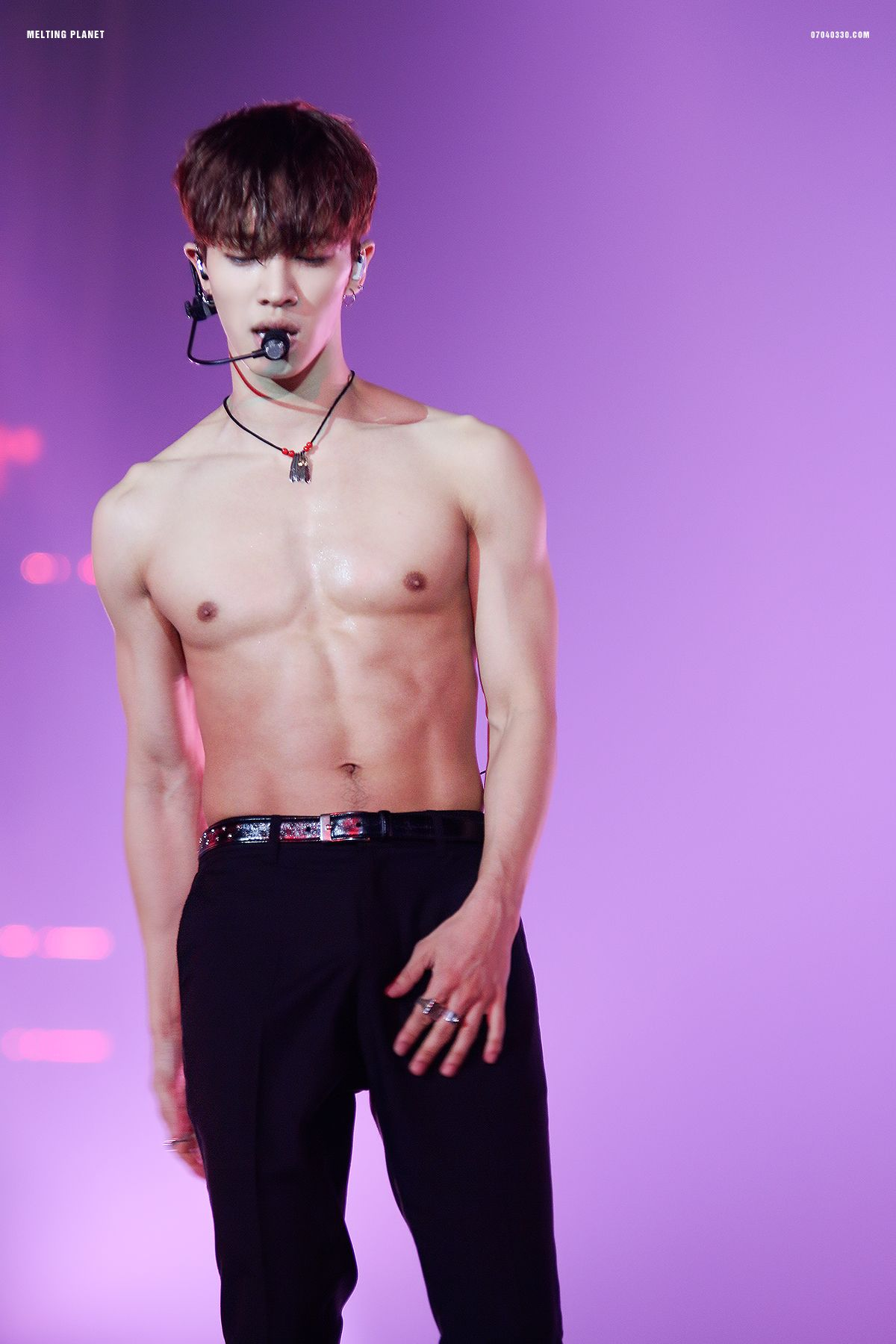 kikwang-shirtless-2017