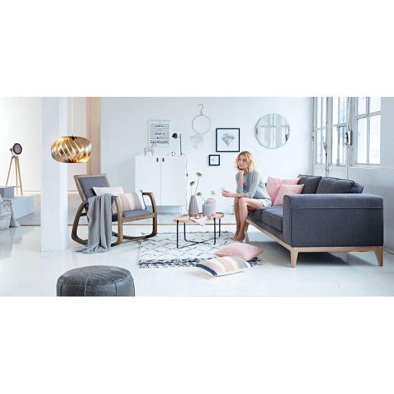 schlank und rank mit naturfarbenen holzgestell aus gebeiztem birkenholz sch n abgerundet die. Black Bedroom Furniture Sets. Home Design Ideas