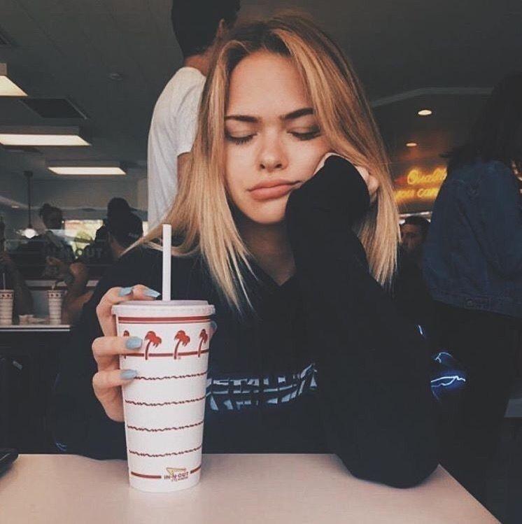 pin: laurenwahl_ | Photography☎︎ | Instagram pose, Insta photo ideas, Summer mckeen