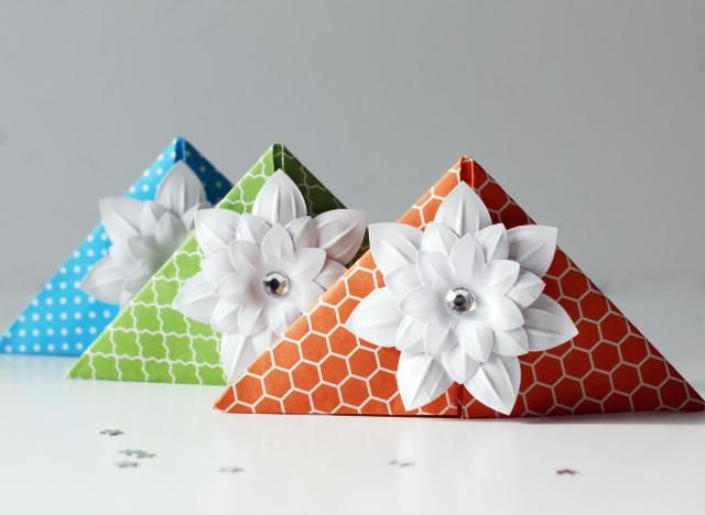 Make These Cute Origami Corner Bookmarks. No Glue or Tape Needed ...