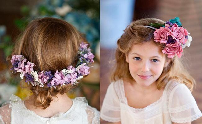 niñas con coronas de flores de colores