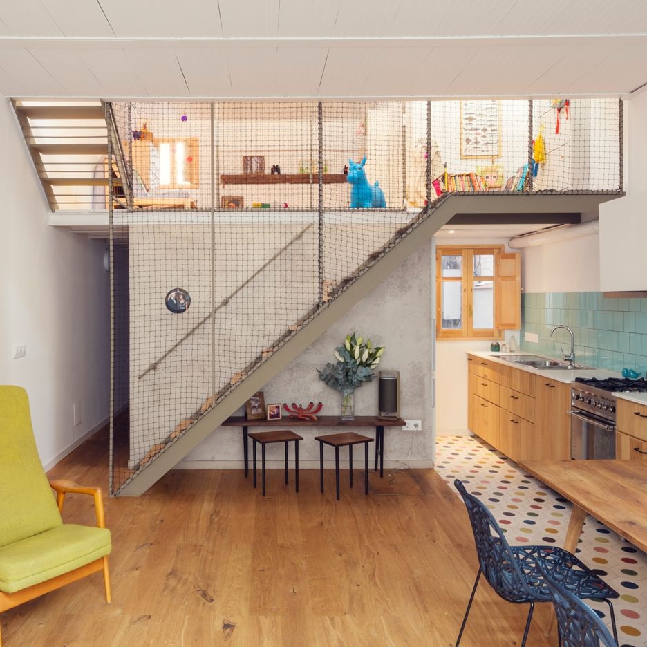 Local Studio Apartments: This Two-level House In Barcelona, Renovated By Local