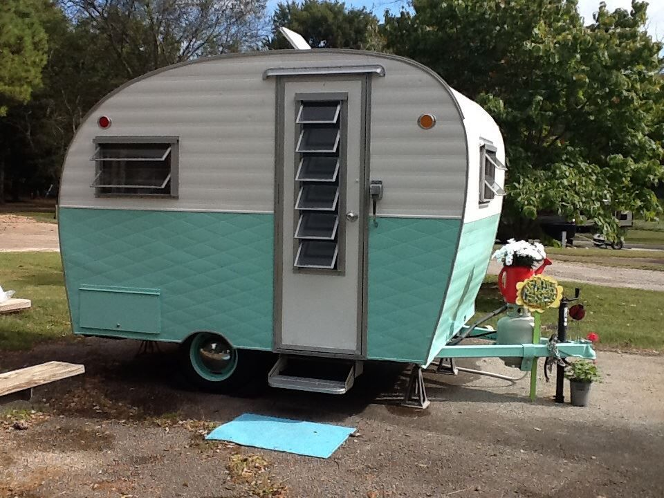 vintage travel trailers 1965 arrow little chief love the louvered windows on the door. Black Bedroom Furniture Sets. Home Design Ideas