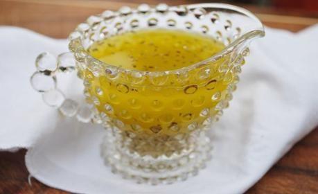 Aderezo con aceite de oliva y limón, ¡perfecto para ensaladas!