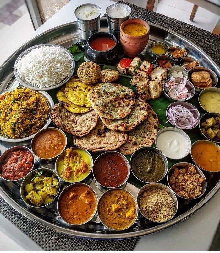 Indian food at its best in 2020 | Indian food recipes, Food platters, Food presentation