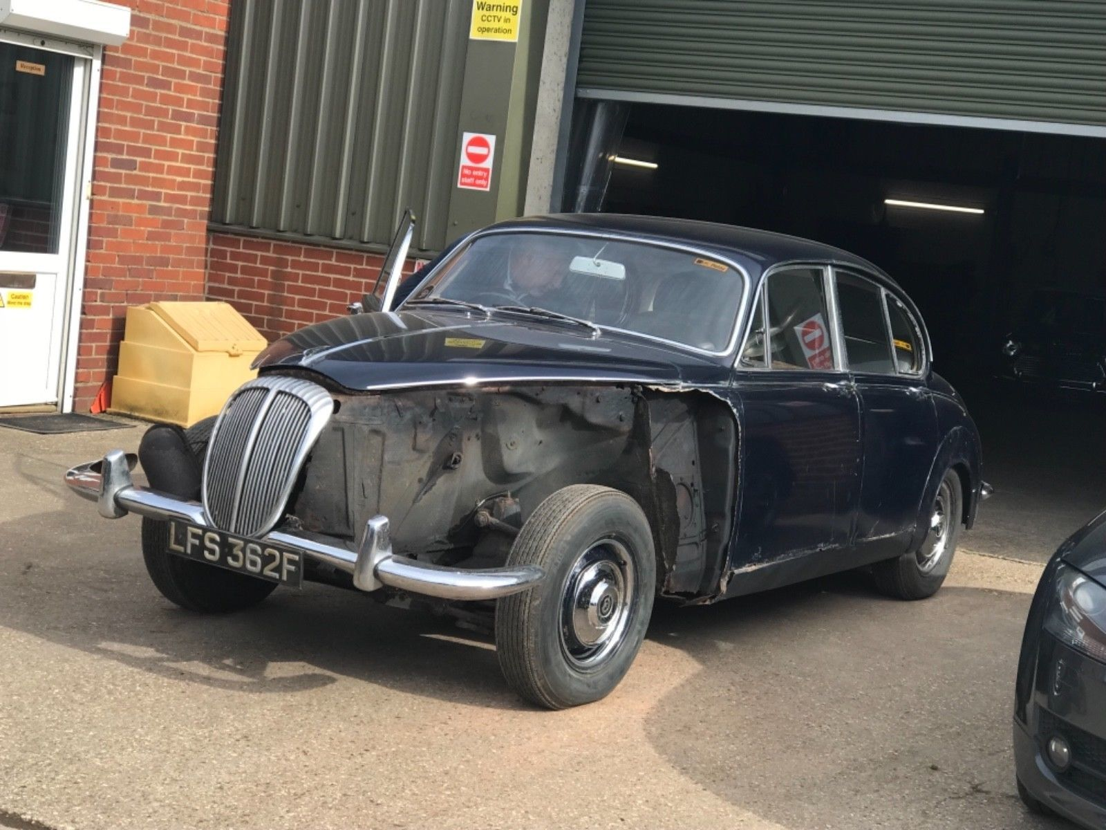 Classic 1968 DAIMLER 250 SALOON UK R.H.D | Cars and Vehicle