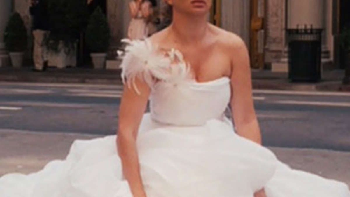 How To Go To The Bathroom When You Re Wearing A Wedding Dress