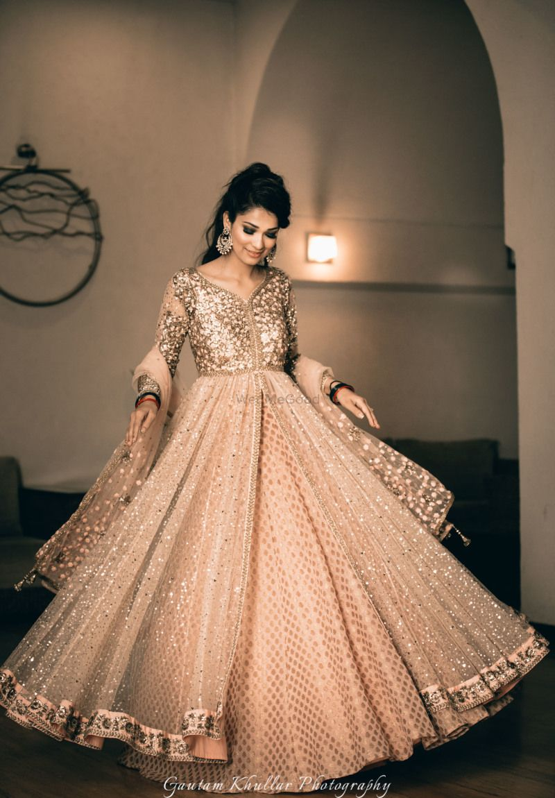 a5df061575 Peach gold front slit jacket for sangeet! #wedmegood #anarkali  #anarkalisuit #peaches #gold #indianbride #indianwedding #sangeet # twirlingbride # ...