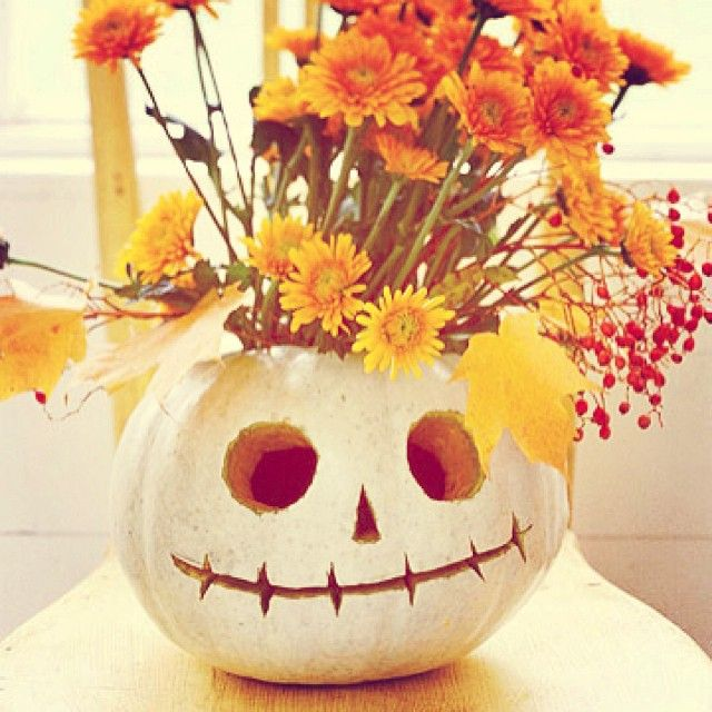 We love this! Check out our Instagram for even more ideas! #halloween #crafts #DIY #pumpkins #robertscrafts
