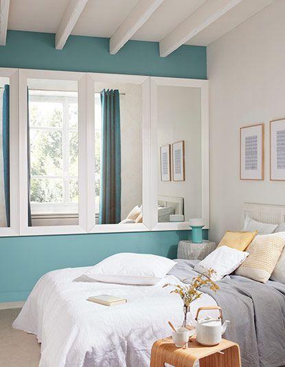 une s rie d l gants cadres miroirs align s le long d un mur une astuce suivre pour agrandir. Black Bedroom Furniture Sets. Home Design Ideas