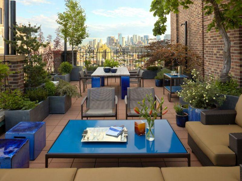 groe pflanzkbel dekorieren die gerumige dachterrasse - Moderne Dachterrasse Unterhaltungsmoglichkeiten