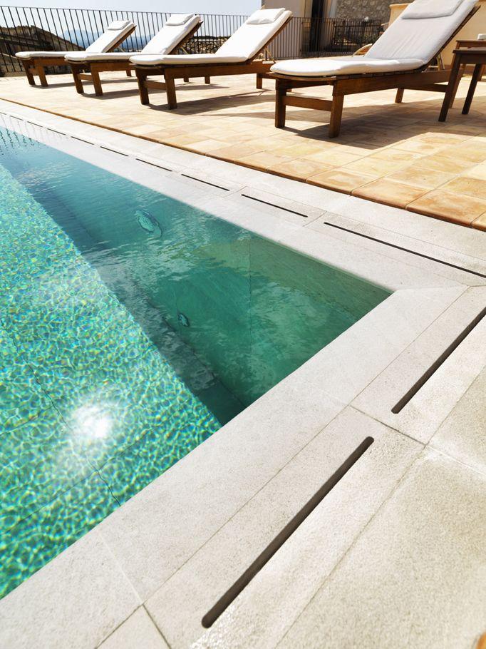 Piscinas para ba os nicos y seguros la suntuosidad y for Detalle constructivo piscina desbordante