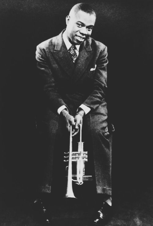 A Young Louis Armstrong With Images Louis Armstrong Blues Musicians Jazz Blues