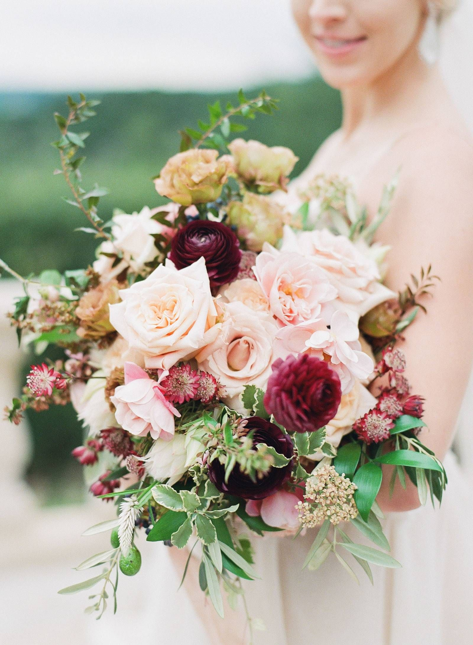 Elegant Old World Style Meets Modern Party Vibe At This Austin Wedding Via Magnolia Rouge In 2020 Wedding Flowers Bridal Bouquets Austin Wedding Bridal Flowers