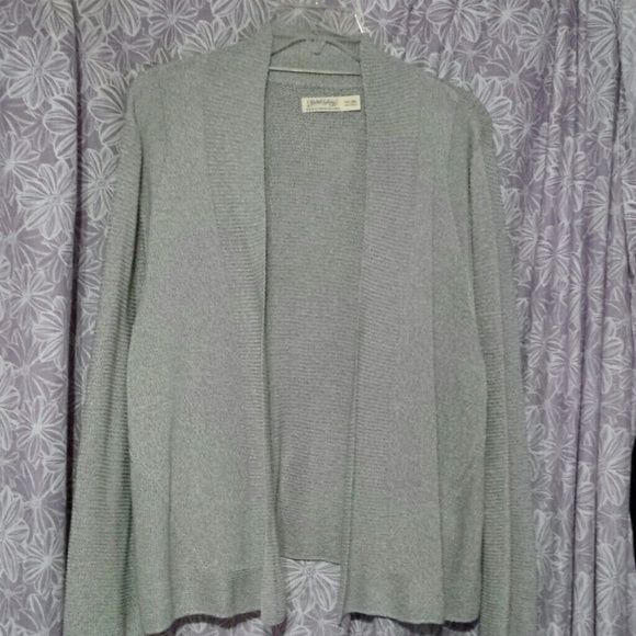 Gray sweater Light weight gray sweater. Long sleeve but light for summer. Size XXL but more like an XL that's why I put XL in size category. Open, no buttons. Never worn, new w/o tags Faded Glory Sweaters Cardigans