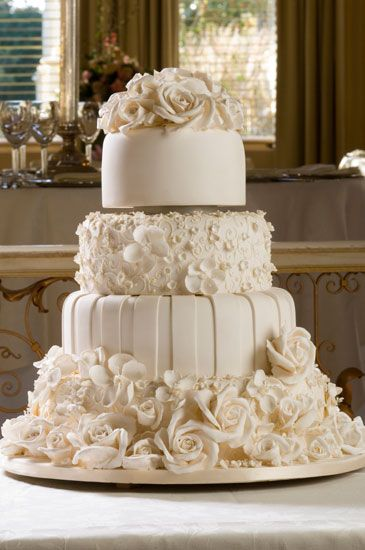 Elegant Wedding Reception   Wedding planners or professional wedding     Elegant Wedding Reception   Wedding planners or professional wedding cake  shops will have large