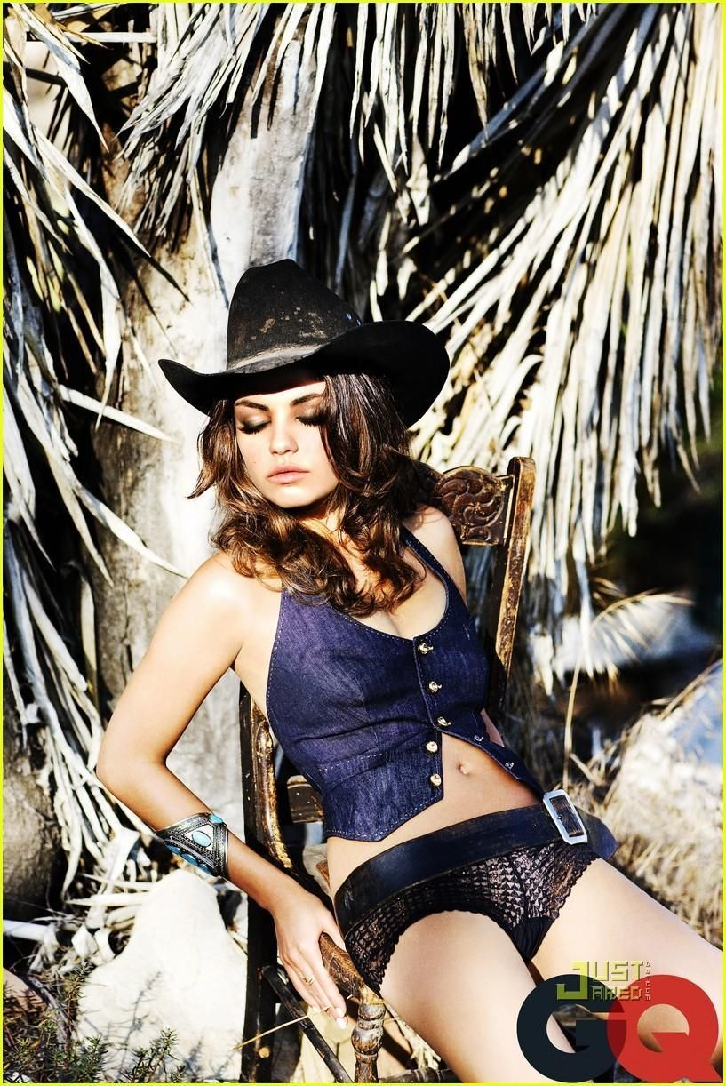 foto Mila Kunis Naked Down By The River