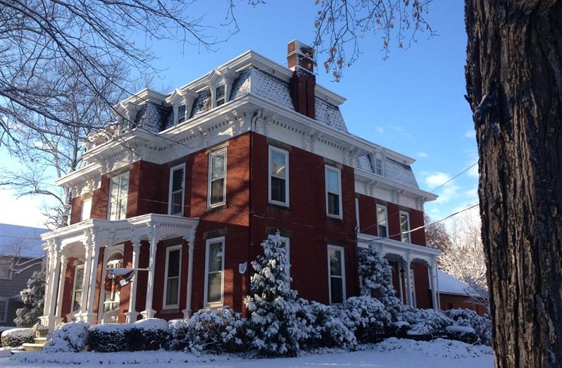 Inn at the Green in Poland, Ohio B&B Rental Bed and