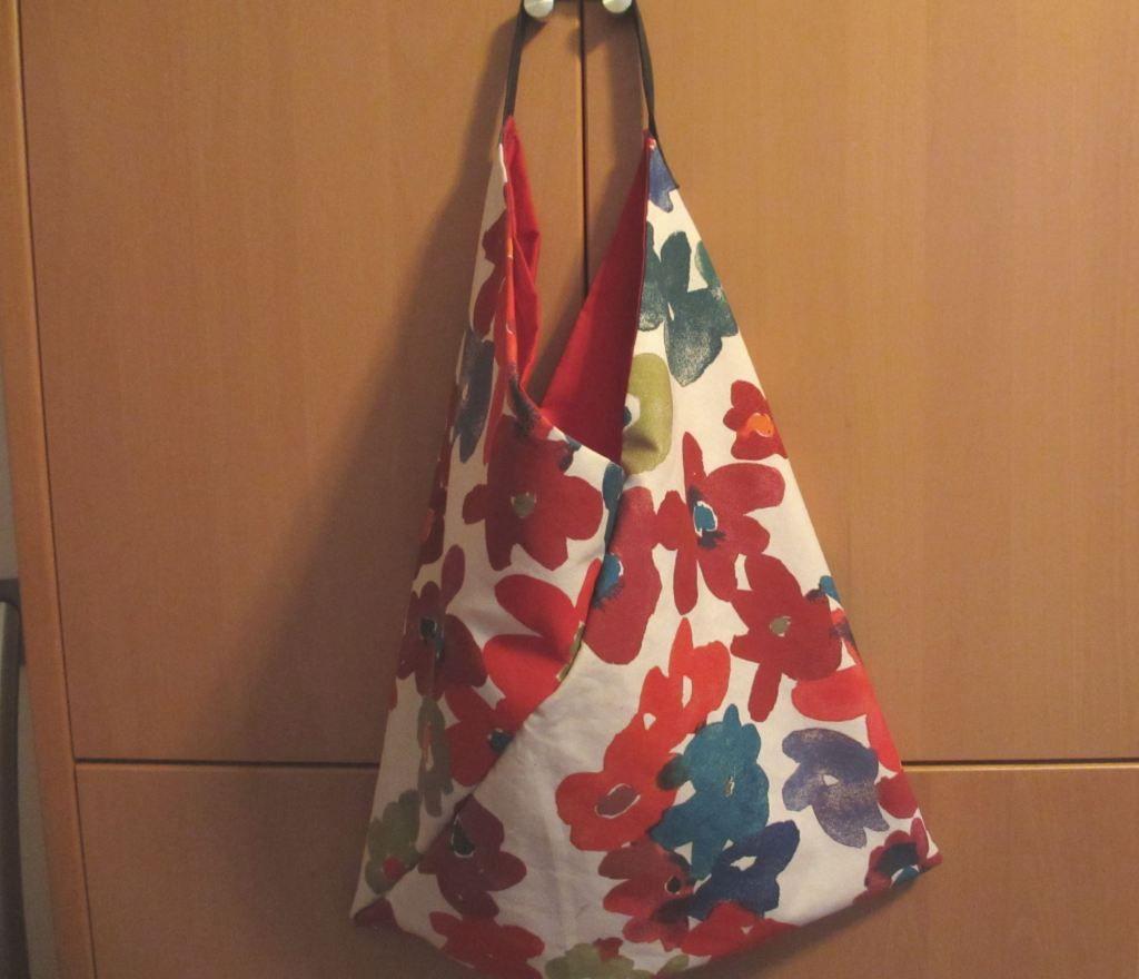Fertige Tasche, da passt wirklich viel rein, obwohl es anfangs gat nicht danach aussah.