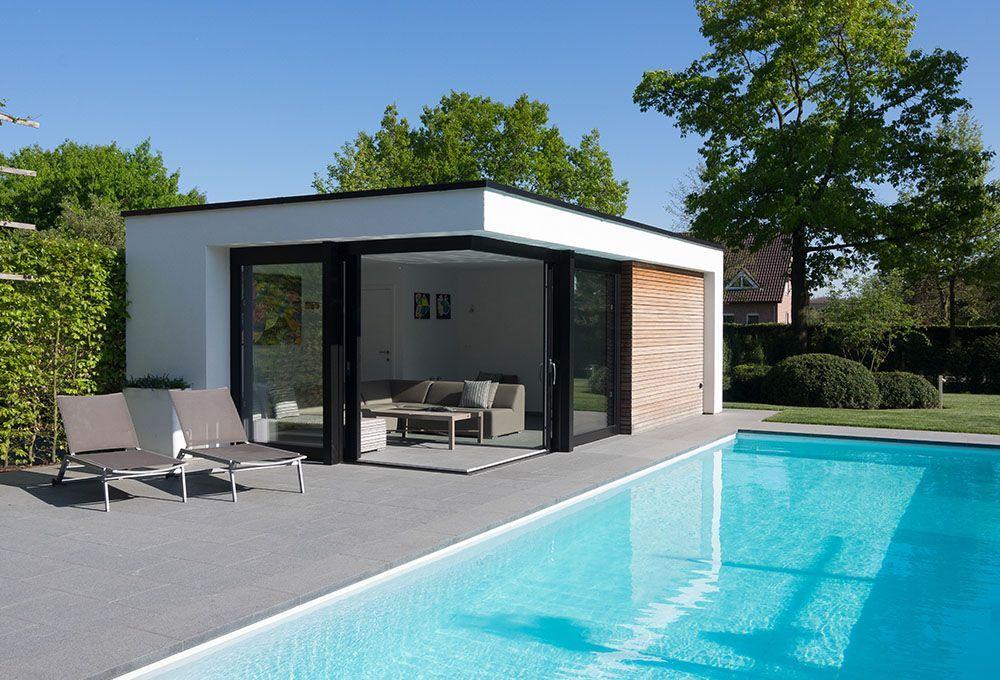 Pool House Optez Pour Du Sur Mesure Backyardpoolhouse House Optez Pool Pour Surmesure In 2020 Modern Pool House Small Pool Houses Pool House Interiors