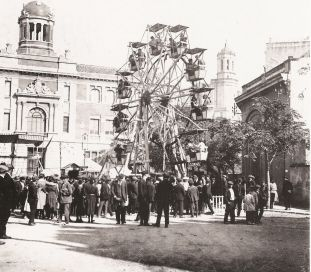 Las Ferias De Sant Narcis En La Gran Via De Girona Fotografia De
