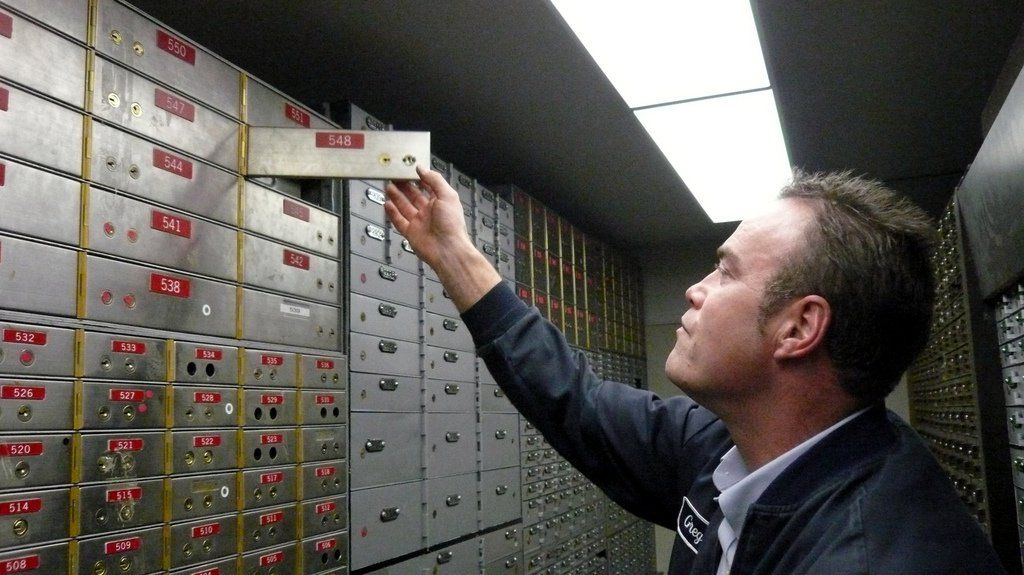 5 Reasons To Use A Safe Deposit Box + 5 Reasons To Think Twice About What You Keep There | Bank safe deposit box Safe deposit box and Personal finance  sc 1 st  Pinterest & 5 Reasons To Use A Safe Deposit Box + 5 Reasons To Think Twice ... Aboutintivar.Com