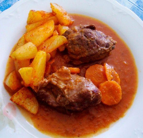 Receta de carrillada Ingredientes 1 Kg. de Carrillada Aceite 2 Cebollas 2 Zanahorias 4 Dientes de ajo Brandy o coñac …