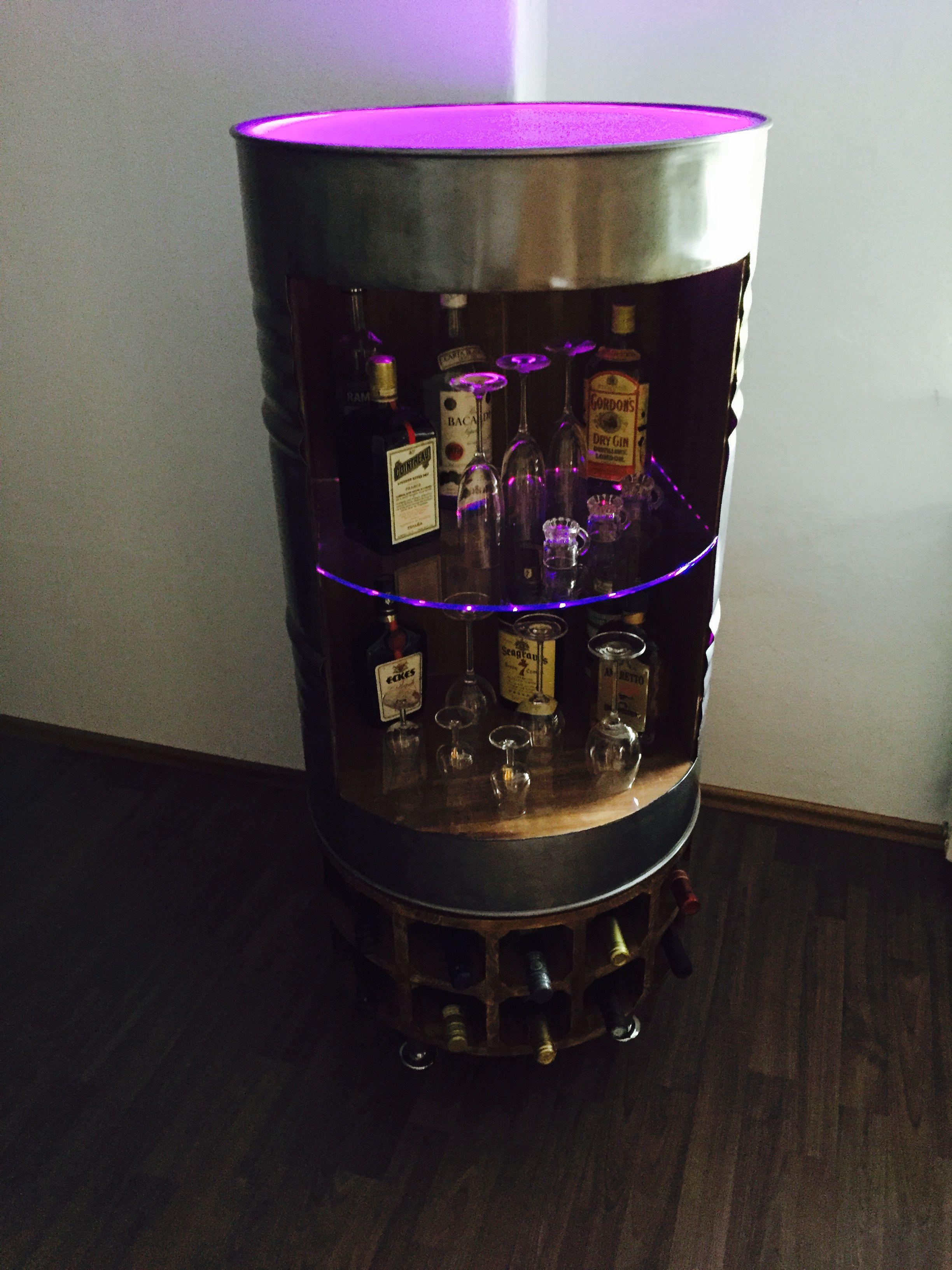 Einzigartige Bar Liquor Cabinet Selbst Gebaute Aus Einem 200l Stahlfass Beleuchtet Durch Ein