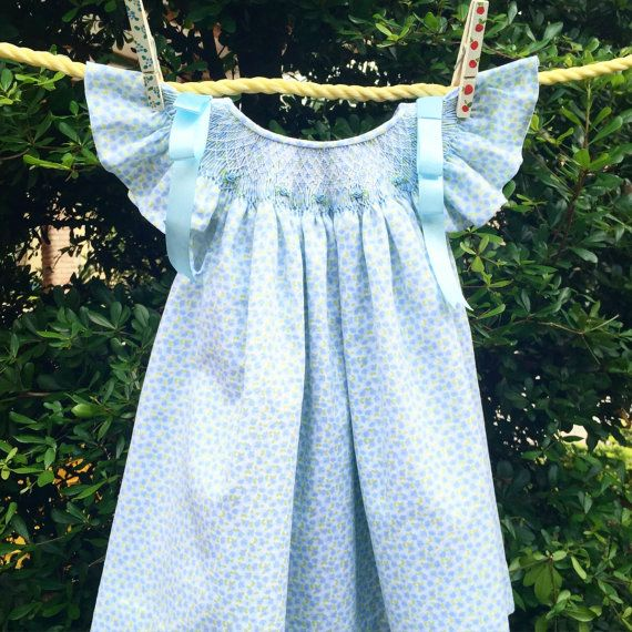 He encontrado este interesante anuncio de Etsy en https://www.etsy.com/es/listing/238321042/baby-blue-dress-summer-time-hand-made