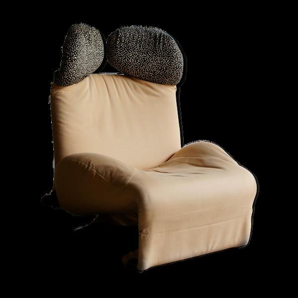 Une version originale des années 1980 du fauteuil Wink conçu par Toshiyuki Kita pour Cassina en 1980.Le fauteuil est équipé de housses d'appui-tête amovibles et d'un dossier, et l'appui-tête peut être réglé à l'aide des poignées situées sur le côté. Les chaises sont en bon état de fonctionnement et d'époque.Nous avons également une version noire disponible à la vente.H 103 L 80 P 65 cm