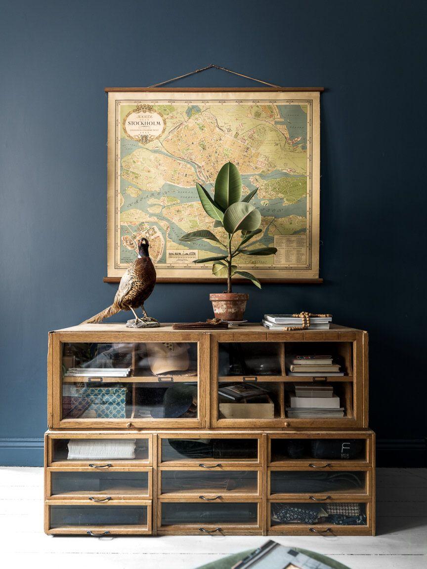 Antike Möbel vor blaugrauer Wand   Home   Pinterest   blaugraue ...