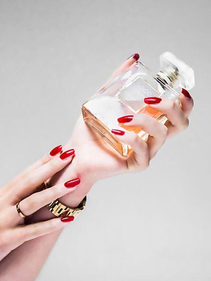 Wo trägt man Parfum am besten auf? Hals, Haare oder