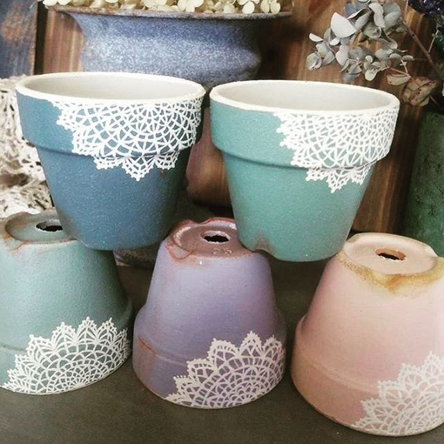 Lace decorated terra-cottas  (by @kyos131 ) #claypot #drawing #cute #creative #inspiration #paintedpot #plantpot #homedecor #gardendesign #flowerpot