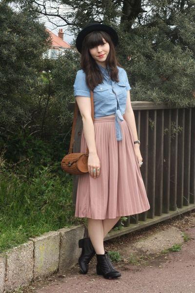 c82c94ef10 Hat + shirt + skirt + boots. Bag. | The Closet | Pink pleated midi ...