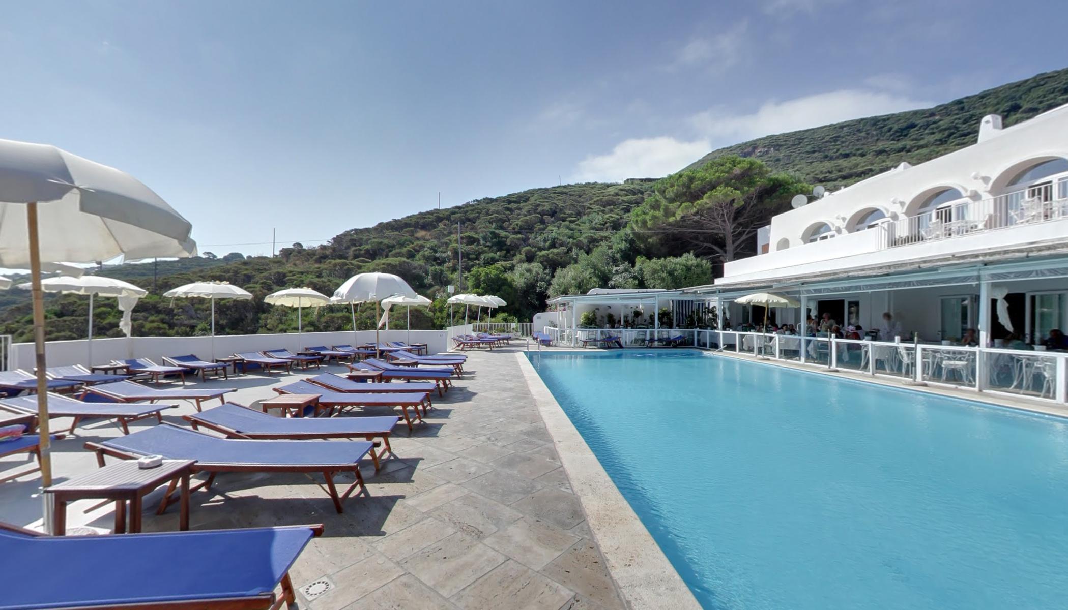 Piscine A Nocera Inferiore solarium piscina con acqua di mare(hotel chiaia di luna