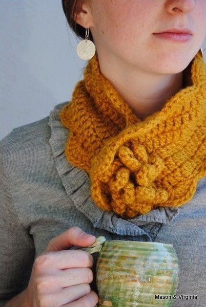 knitted neckwarmer with flower. | Scarf Rajut | Pinterest | Häkeln ...