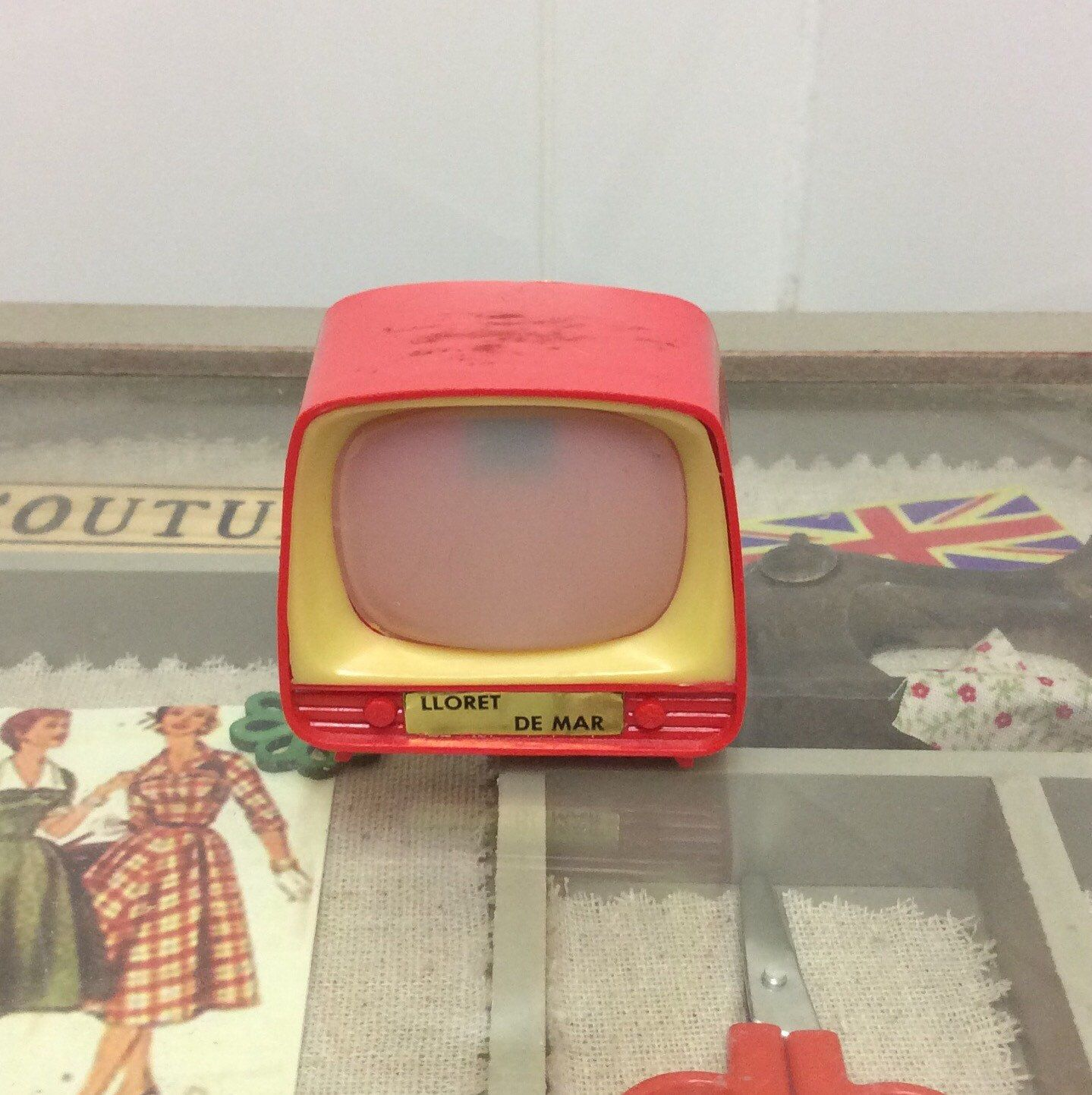 Vintage 1960s Dolls House Television With Viewfinder Photographs  # Table Television En Bois De Sapin