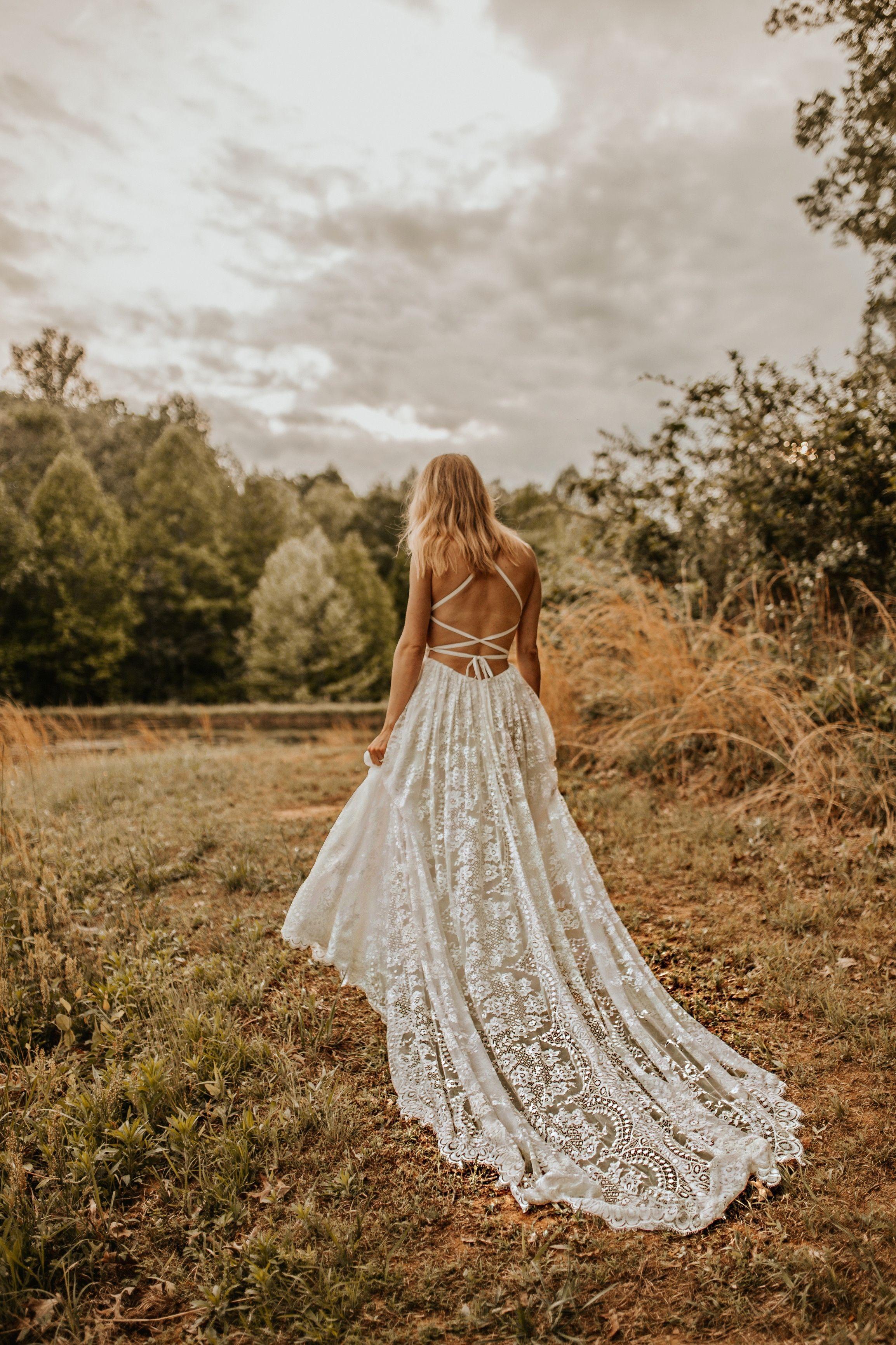 Giselle Flora Lane Dreamy Wedding Dress Wedding Dresses Bohemian Wedding Dresses [ 3461 x 2307 Pixel ]