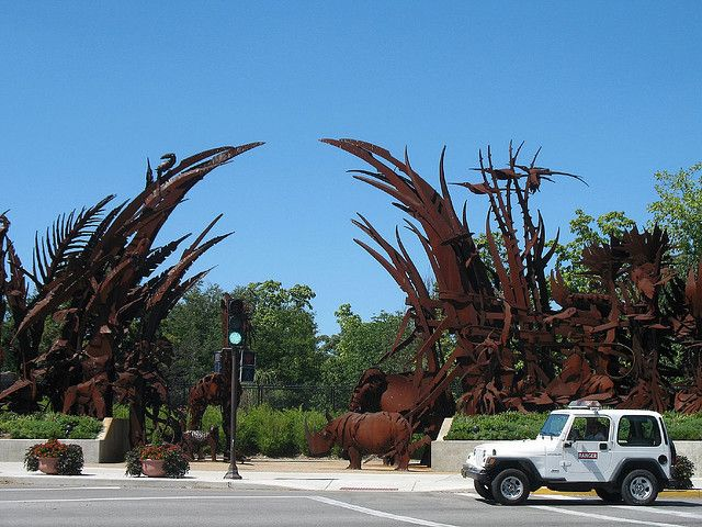 ST. LOUIS, MISSOURI - FOREST PARK AND ZOO / Metal Sculptures of animals on the corner of Forest Park in St. Louis, MO, US