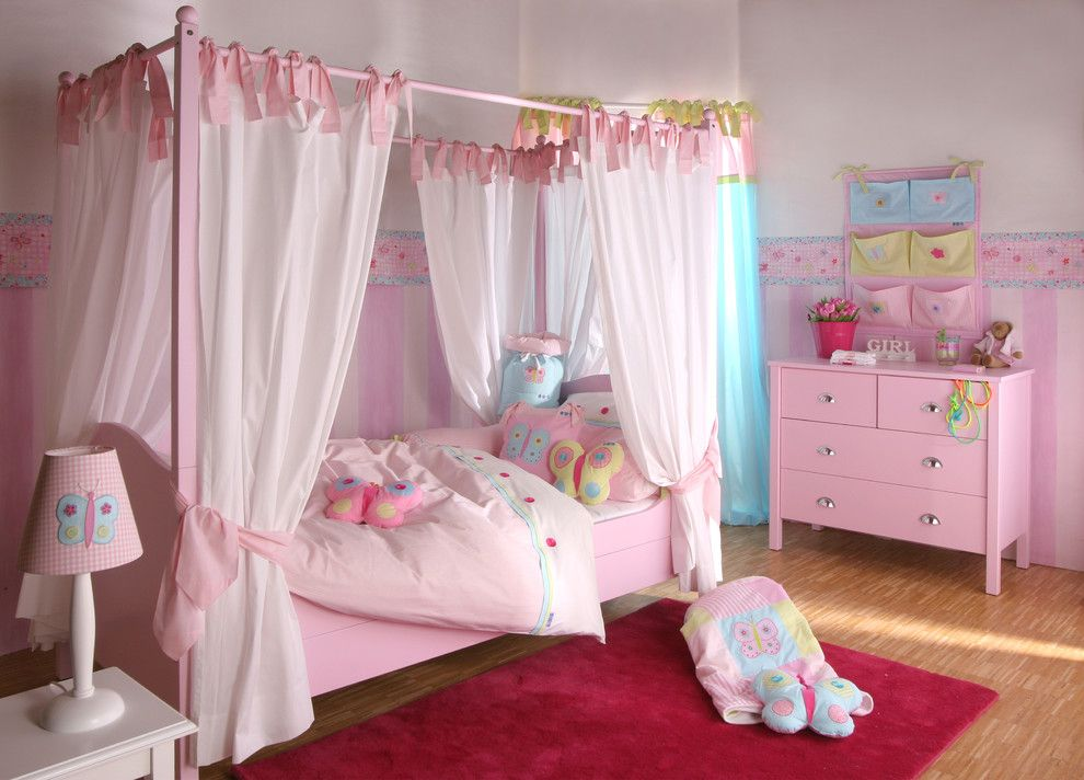 15 Playful Traditional Girls Room Designs To Surprise Your Little Daughter With Simple Girls Bedroom Bedroom Design Girls Bed Canopy