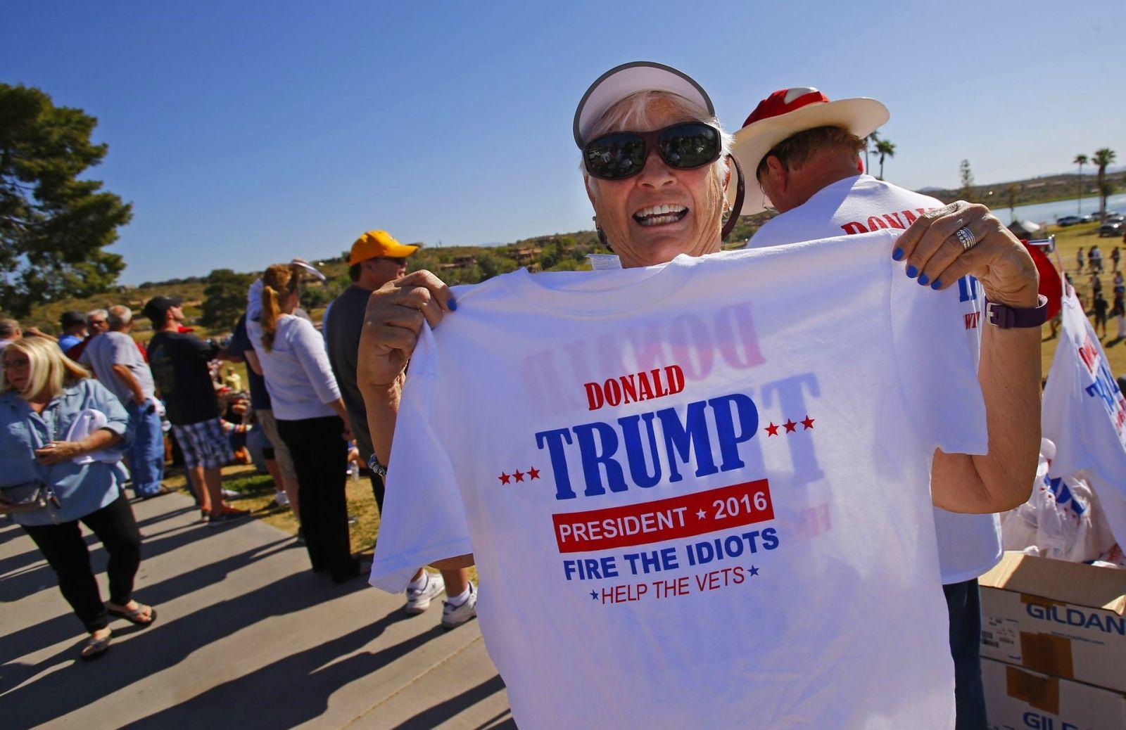 Protestors met Trump in Arizona