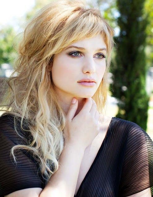 Osez la frange même sur cheveux souple ondulés. www.veuch.com votre coiffeur privé