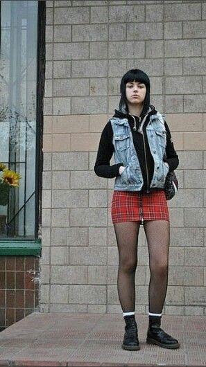 Sexy skinhead girl
