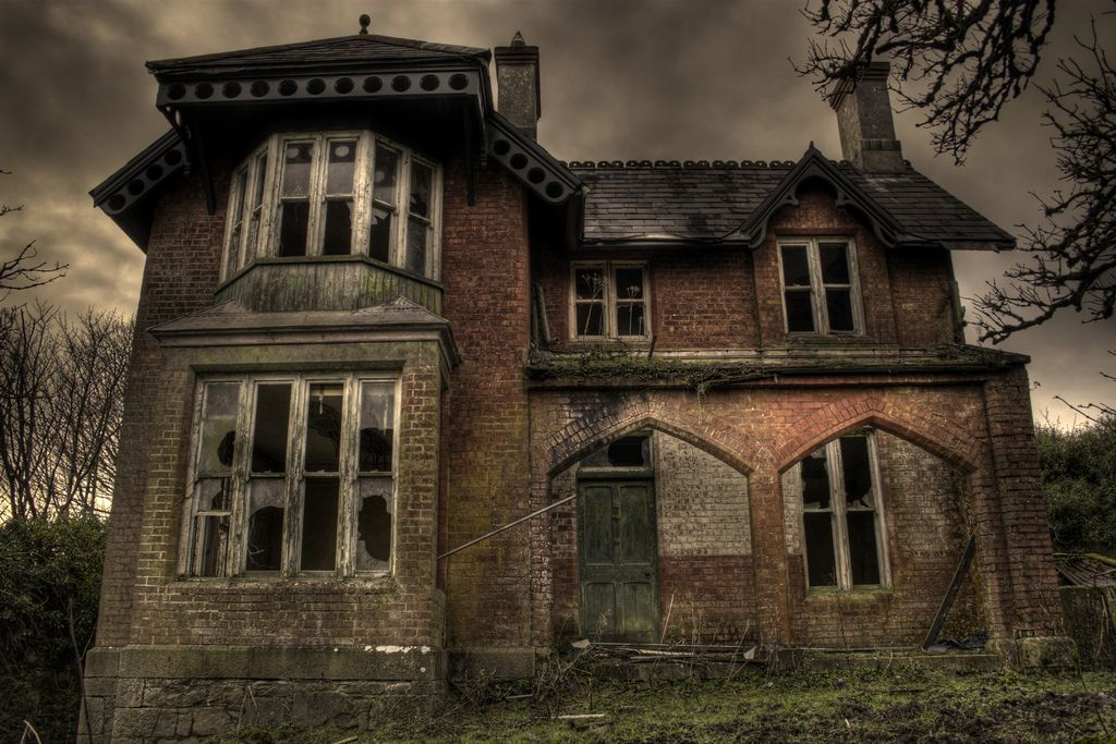 Architecture broken creepy haunted haunted house for Famous haunted houses for sale