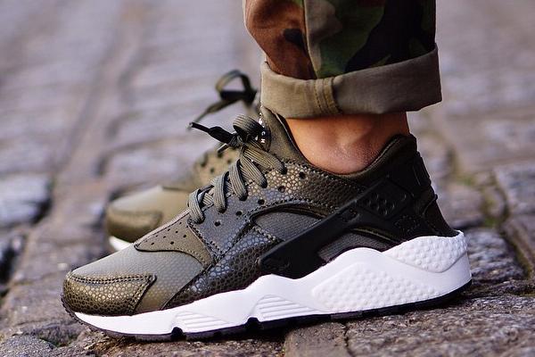 buy online b544b 1104e Nike Huarache Cargo Khaki On Feet