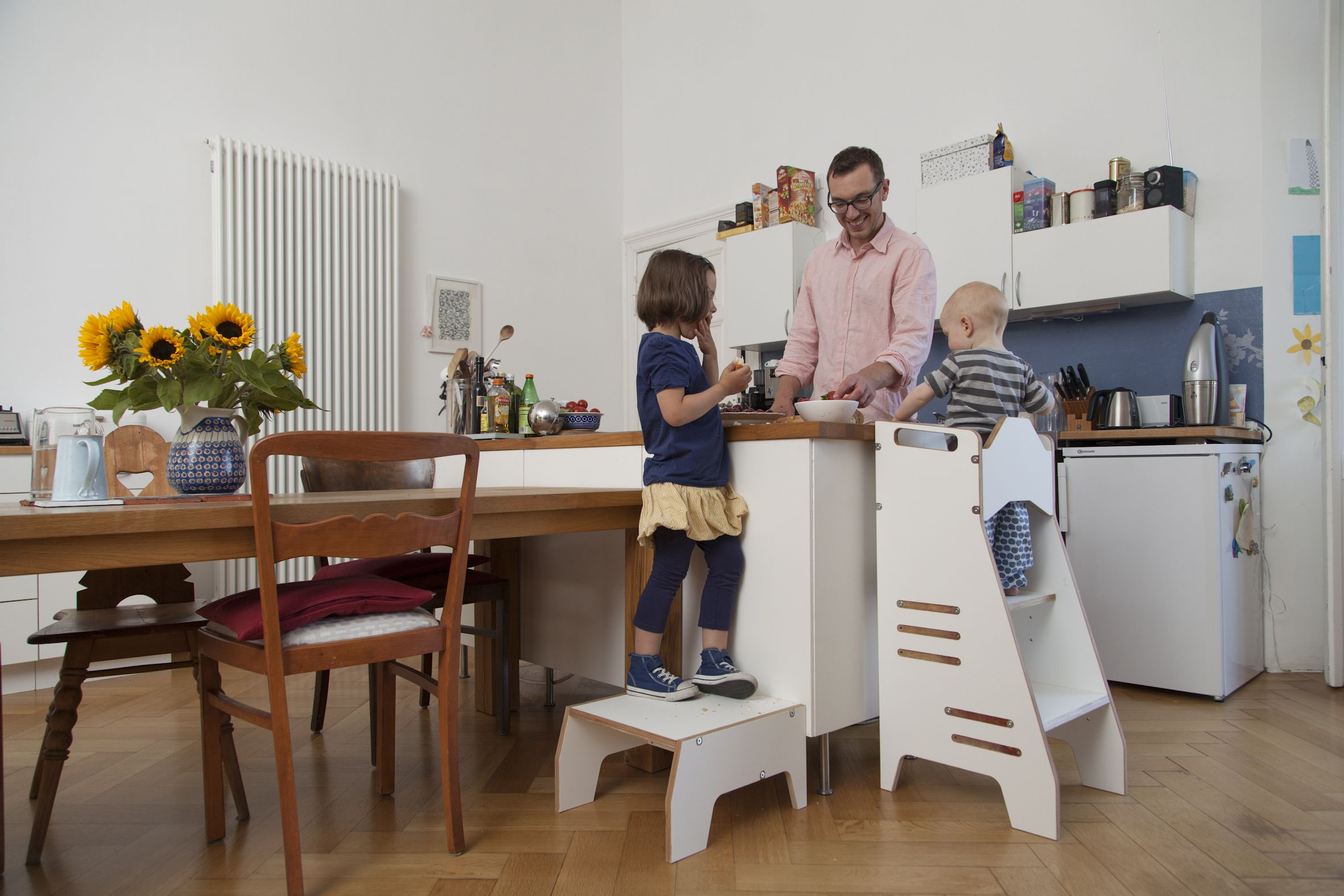 Kitchen Helper, Hochstand CARL und Hocker Carlotta, zusammen macht ...