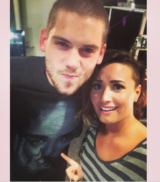 Demi Lovato Breaks Arm And Reunites With Former Disney Channel Costar Tony Oller - http://oceanup.com/2014/09/22/demi-lovato-breaks-arm-and-reunites-with-former-disney-channel-costar-tony-oller/